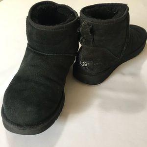 UGG classic short black size 8